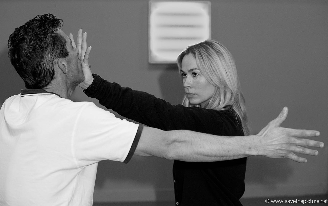 2themax self-defense, Jane krsticevic stopping an attacker