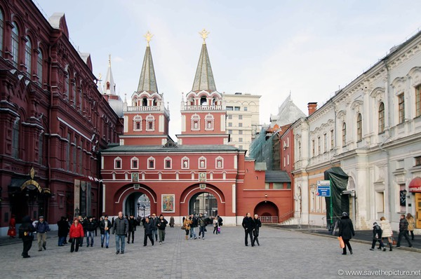 Moscow downtown entrance red square