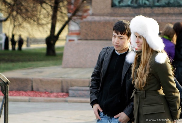 Moscow red square couple