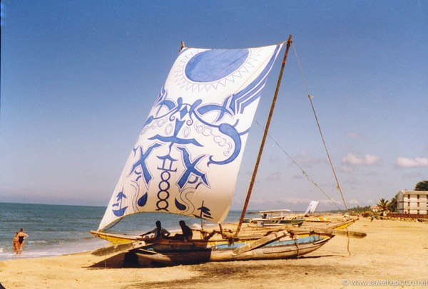 Sri Lanka catamaran art, catching tourists