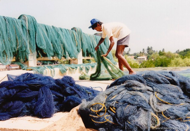 Sri Lanka catamaran art, drying the fishingnets
