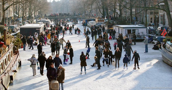 Amsterdam frozen canals, winter fun