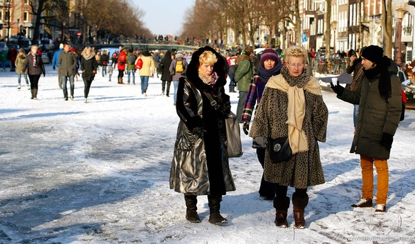 Amsterdam frozen canals, ladies