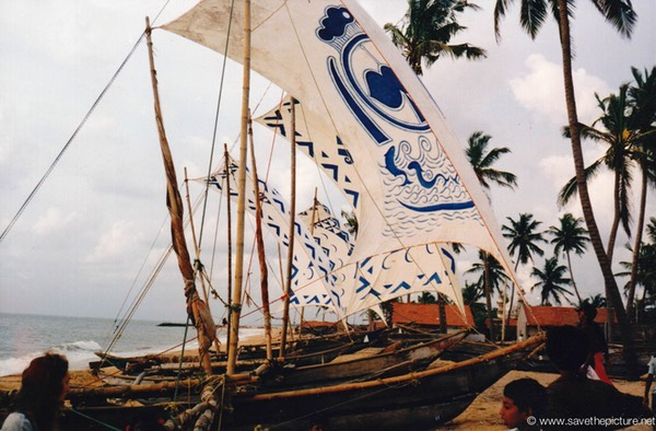 Sri Lanka catamaran art, color on the beach